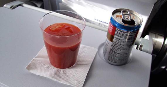 El zumo de tomate, una bebida muy típica de los aviones